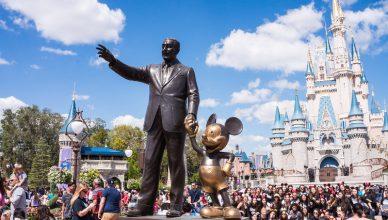 Zarobki w Disneylandzie są niewielkie.