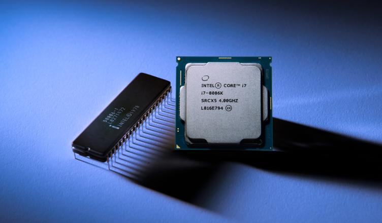 Procesor Intel 8086 z 1978 roku i nowy jubileuszowy Intel Core i7-8086K