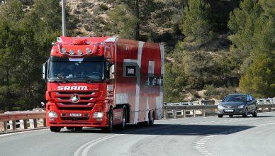 daimler truck ciężarówka