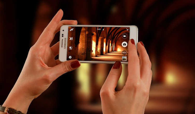 smartfon zwalnia przez zdjęcia